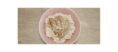 Porridge de avena con duraznos acaramelados